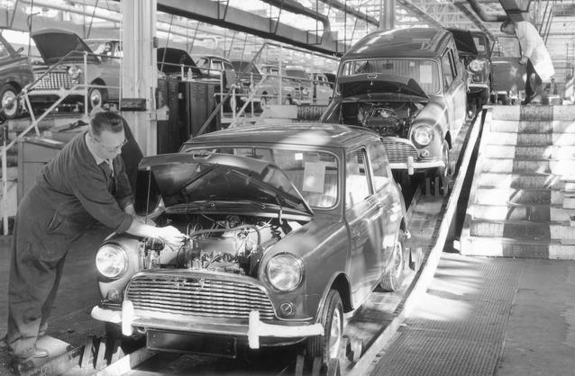 Production of the Mini at the Longbridge plant. (03/2009)
