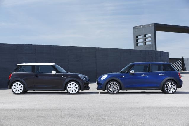 The MINI Hardtop 2 Door bonnet-to-bonnet with the new MINI Hardtop 4 Door. (06/2014)
