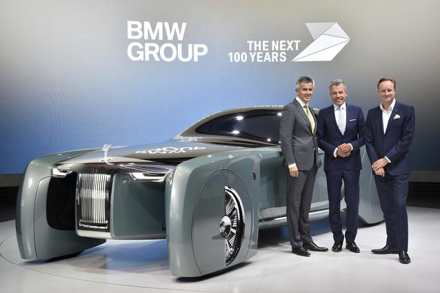 Rolls-Royce VISION NEXT 100, (l-r:) Peter Schwarzenbauer, Member of the Board of Management of BMW AG, MINI, Motorrad, Rolls-Royce, Aftersales; Torsten Müller-Ötvös, CEO of Rolls-Royce Motor Cars; Giles Taylor, Design Director Rolls-Royce Motor Cars (06/2016)