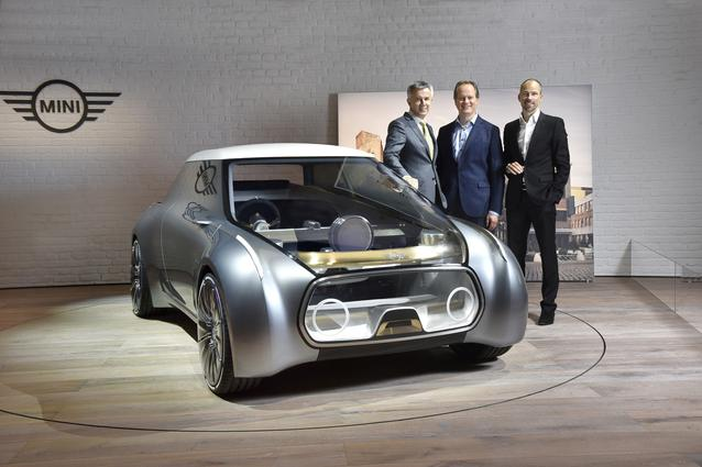 MINI VISION NEXT 100, (l-r:) Peter Schwarzenbauer, Member of the Board of Management of BMW AG, MINI, Motorrad, Rolls-Royce, Aftersales; Sebastian Mackensen, BMW Group, Senior Vice President MINI; Anders Warming, BMW Group, Head of Design Studio MINI (06/2016)