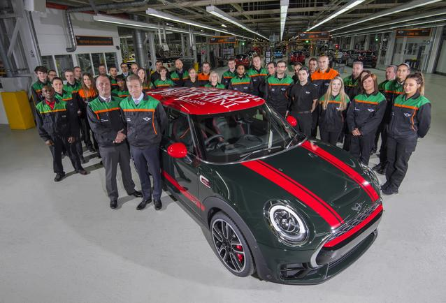 Three millionth Oxford built MINI - Oliver Zipse, member of the Board of Management of BMW AG, responsible for Production, alongside Frank Bachmann, Managing Director, Plant Oxford.
