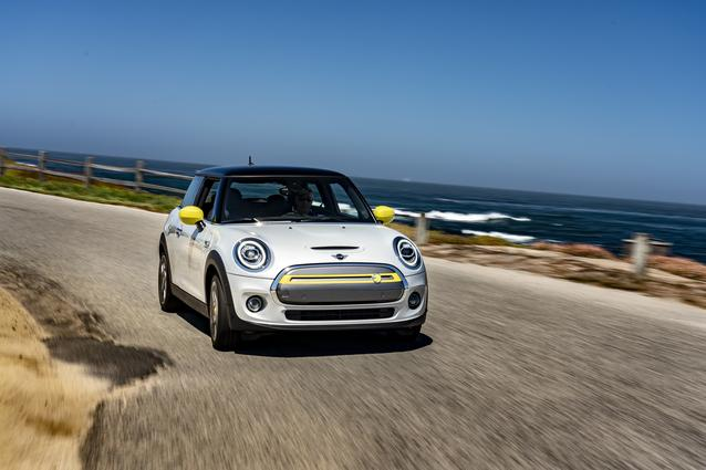 MINI Cooper SE (08/19).<br />