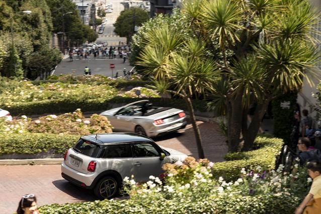 MINI Cooper SE (11/19)<br /> MINI Cooper SE (combined fuel consumption: 0.0 l/100 km; combined power consumption: 16.8 - 14.8 kWh/100 km; combined CO2 emissions: 0 g/km)