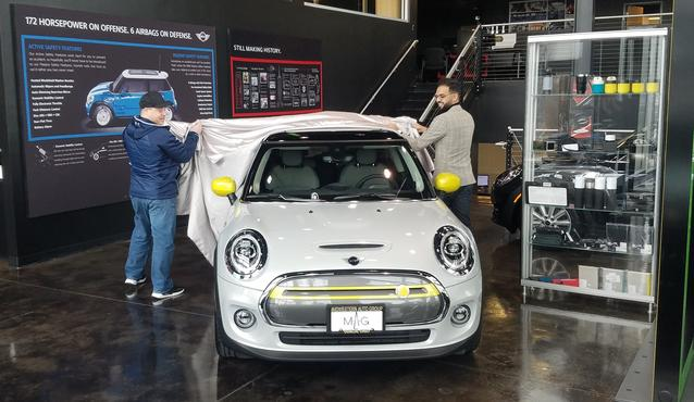 AMAZON SWEEPSTAKES WINNER TAKES FIRST DELIVERY IN THE US OF ALL NEW BATTERY ELECTRIC MINI COOPER SE