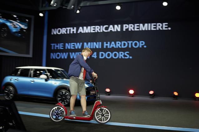 The MINI Citysurfer Concept with the new MINI Hardtop 4 Door.