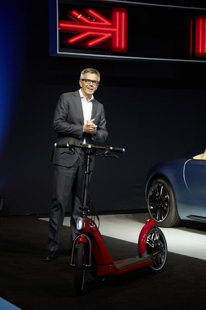 Peter Schwarzenbauer, Member of the Board of Management of BMW AG, introduces the MINI Citysurfer and MINI Superleggera Vision concepts.